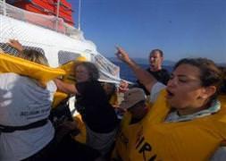 �srail askerleri gemiye ç�kt�