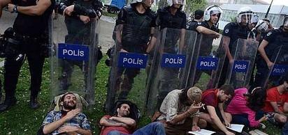 Taksim Gezi Parkı olayları başladı.
