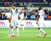 Trabzonspor maç�nda olay! Sahaya seyirci girdi...
