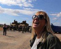 Ceyda Karan'dan kahkahal� Kobani pozu