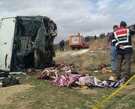 Otobüs uçuruma yuvarland�: 7 ölü