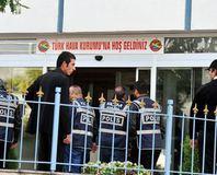 THK Ba�kan� dahil 5 ki�i tutukland�