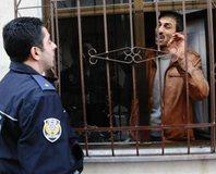 Bursa'da deh�et: 3 polis yaral�
