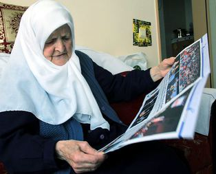 Evine Erdoğan fotoğrafı astı şiddet gördü