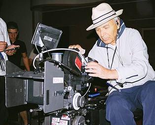 Ünlü yönetmen yoğun bakımda!