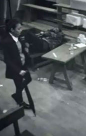 Genç kız 3 adamı böyle dövdü