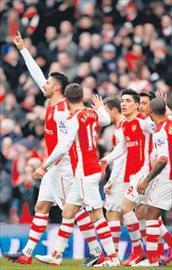 Mesut Özil coştu Arsenal 5ledi!