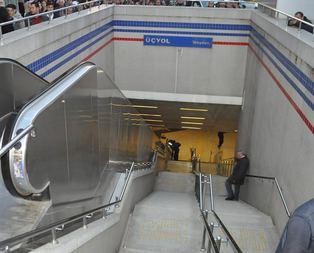 İzmir metrosunda merdiven kazası!