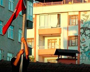 Bayrak provokatörleri sahnede