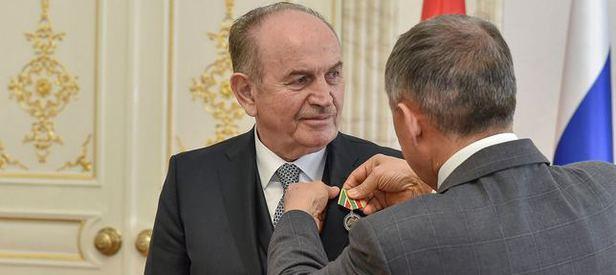 O ülkeden Topbaşa devlet madalyası