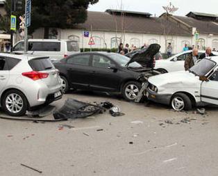Bakan konvoyunda kaza: 2'si polis 5 yaralı
