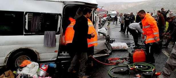 Katliam gibi kaza: 12 ölü, 7 yaralı