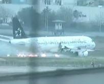 İstanbulda uçak acil iniş yaptı