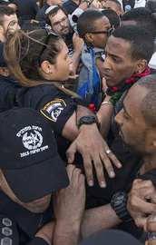 Yahudiler, Tel Avivde polisle çatıştı