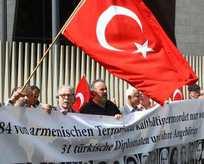 Ermenilere karşı bayrak nöbeti