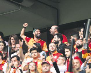 Türk Telekom Arenaya ünlüler akın etti