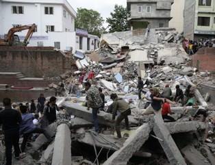 Nepal'de �ok �iddetli deprem