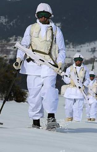 Komandolardan muhteşem kış tatbikatı!