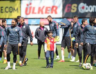 Galatasaray antrenman�nda s�rpriz isim!