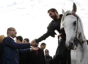 Yalçın Akdoğan 'Diriliş' dizisinin setini ziyaret etti