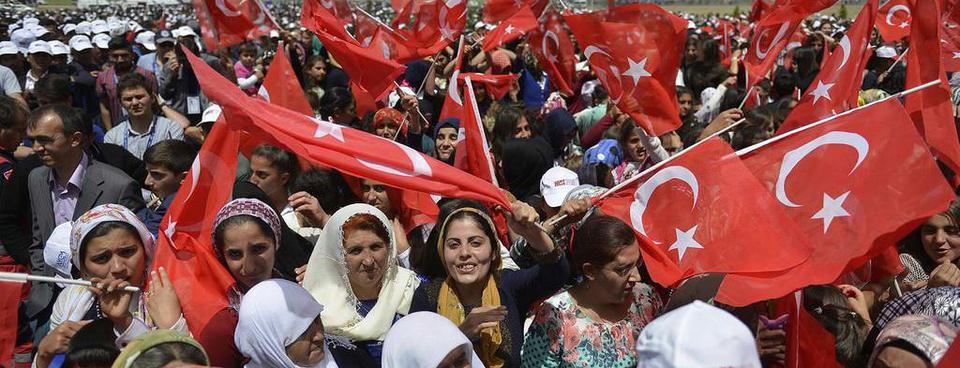 Yüksekovada halk PKKnın tehditlerine boyun eğmedi