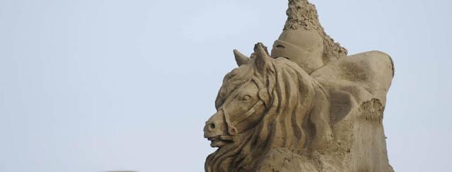 Antalya'da kumdan heykeller