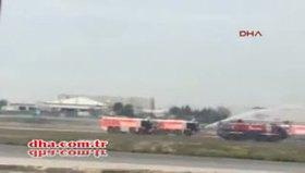 Yolcular alev alan uçaktan tahliye edildi