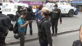 Okmeydanı'nda havai fişek atan eylemcilere müdahale