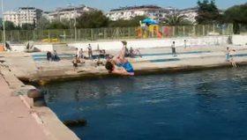 İstanbul'da deniz sezonunu öğrenciler açtı