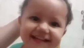 Saç fışkıran bebek