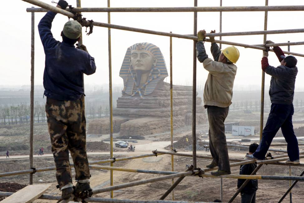 �inliler B�y�k Gize Sfenksi`nin taklidini yapt�lar