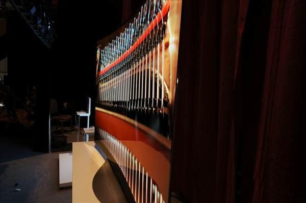 CES 2014: LG'den yeni 77 in� kavisli OLED TV