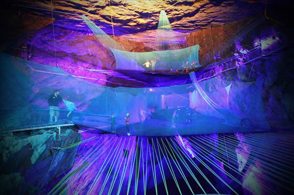 D�nyan�n en b�y�k yeralt� trambolini a��l�yor