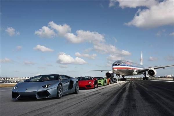 Her renk Lamborghini Aventador Roadster