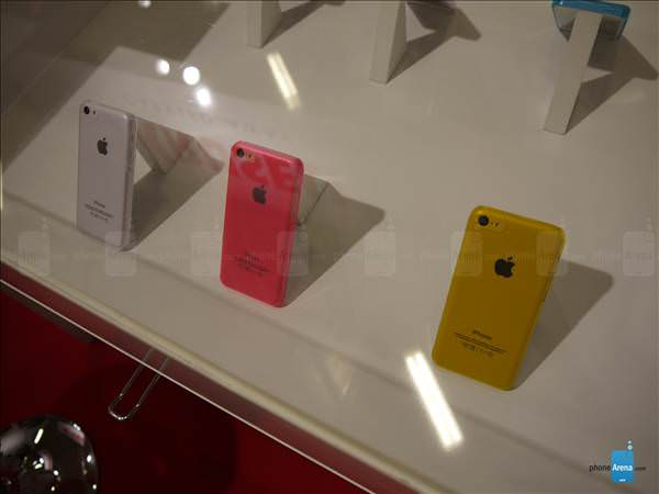 iPhone 5C'nin k�l�flar� IFA 2013'te g�r�nd�