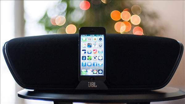JBL'den iPhone 5 i�in kablosuz hoparl�r: OnBeat Venue LT