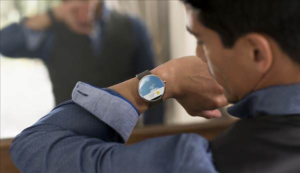 Tasar�m�yla dikkat �eken Moto 360 ak�ll� saat duyuruldu