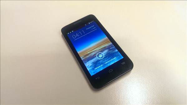 Vodafone Smart 4 Mini 785'in foto�raflar�
