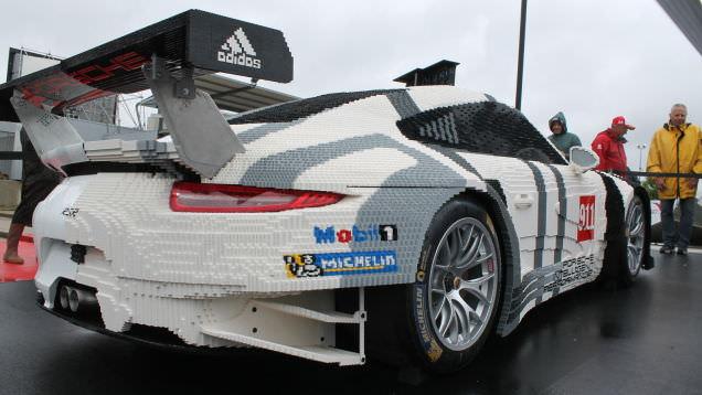 Yar�s� LEGO'dan olan Porsche
