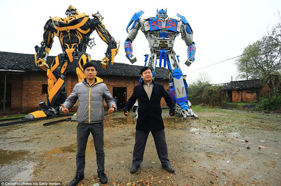 �in'de �ift�i baba ve o�lu Transformers robotlar�n� �retti