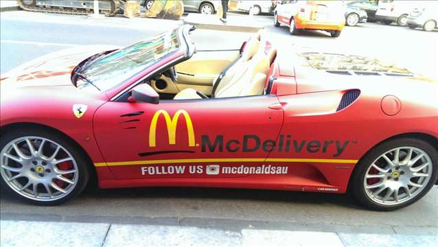 �nl� Fast Food zinciri Ferrari�yi teslimat arac� yapt�