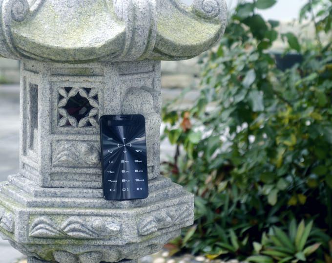 90 g�n bekleme s�resi sunan ��k telefon: Janus One