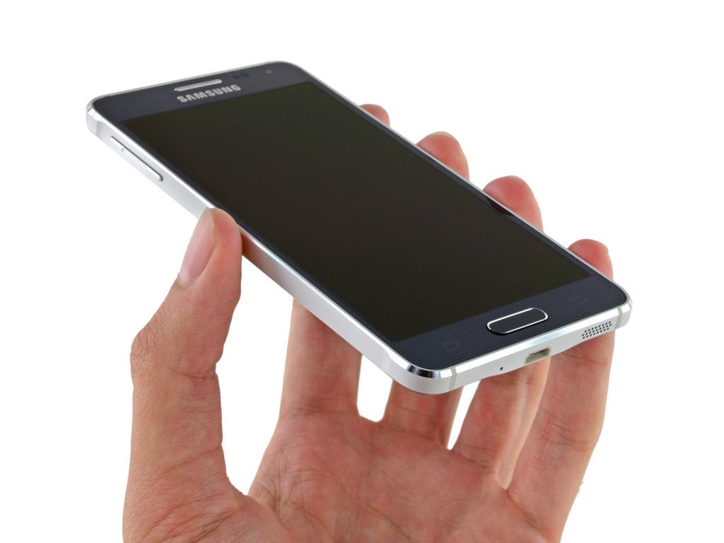 Samsung Galaxy Alpha'y� par�alar�na ay�rd�lar