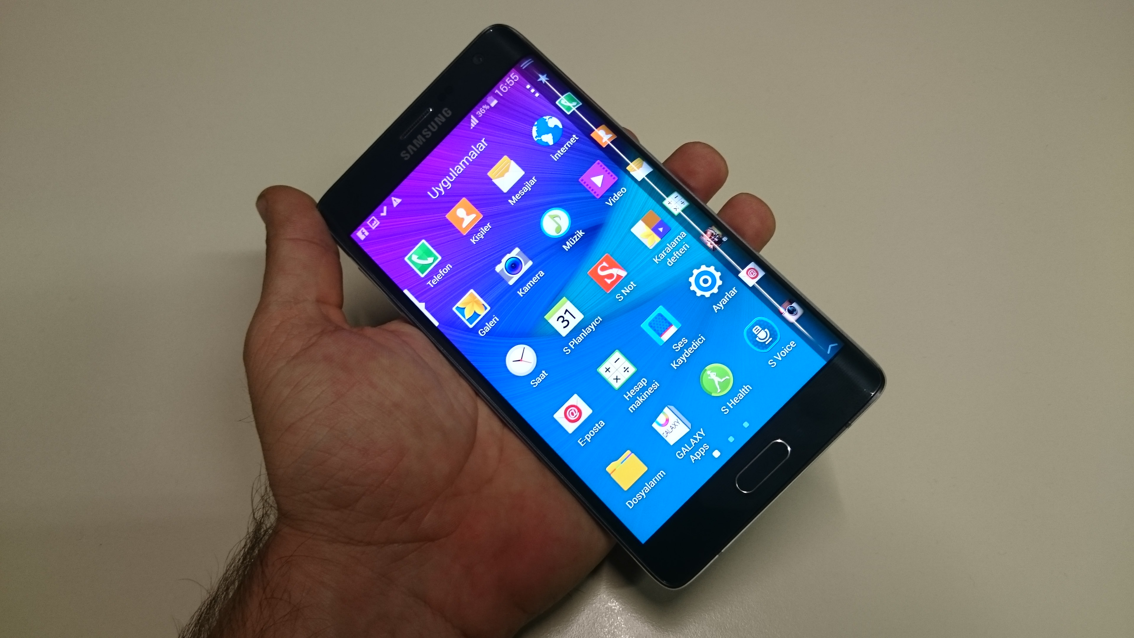 Samsung Galaxy Note Edge'in foto�raflar�