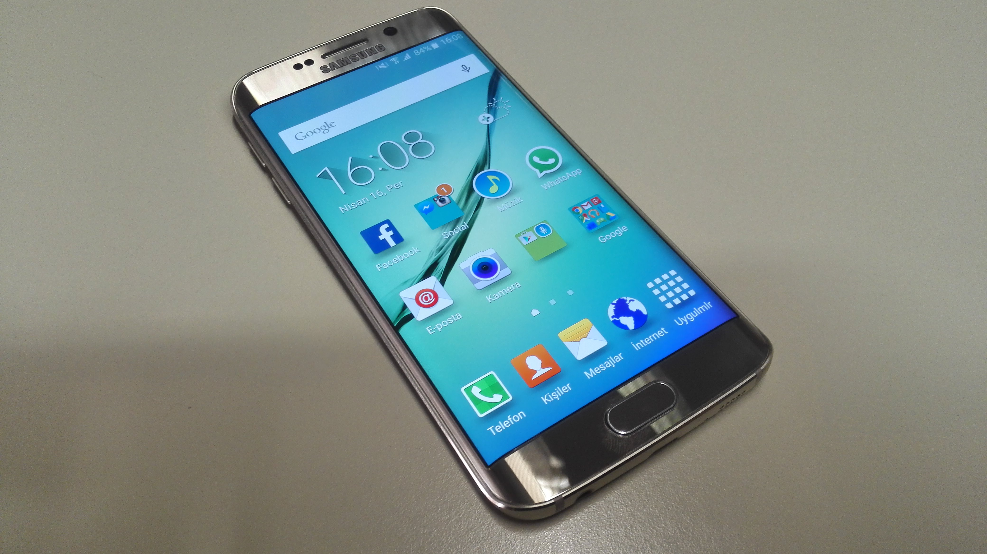 Samsung Galaxy S6 Edge'in foto�raflar�