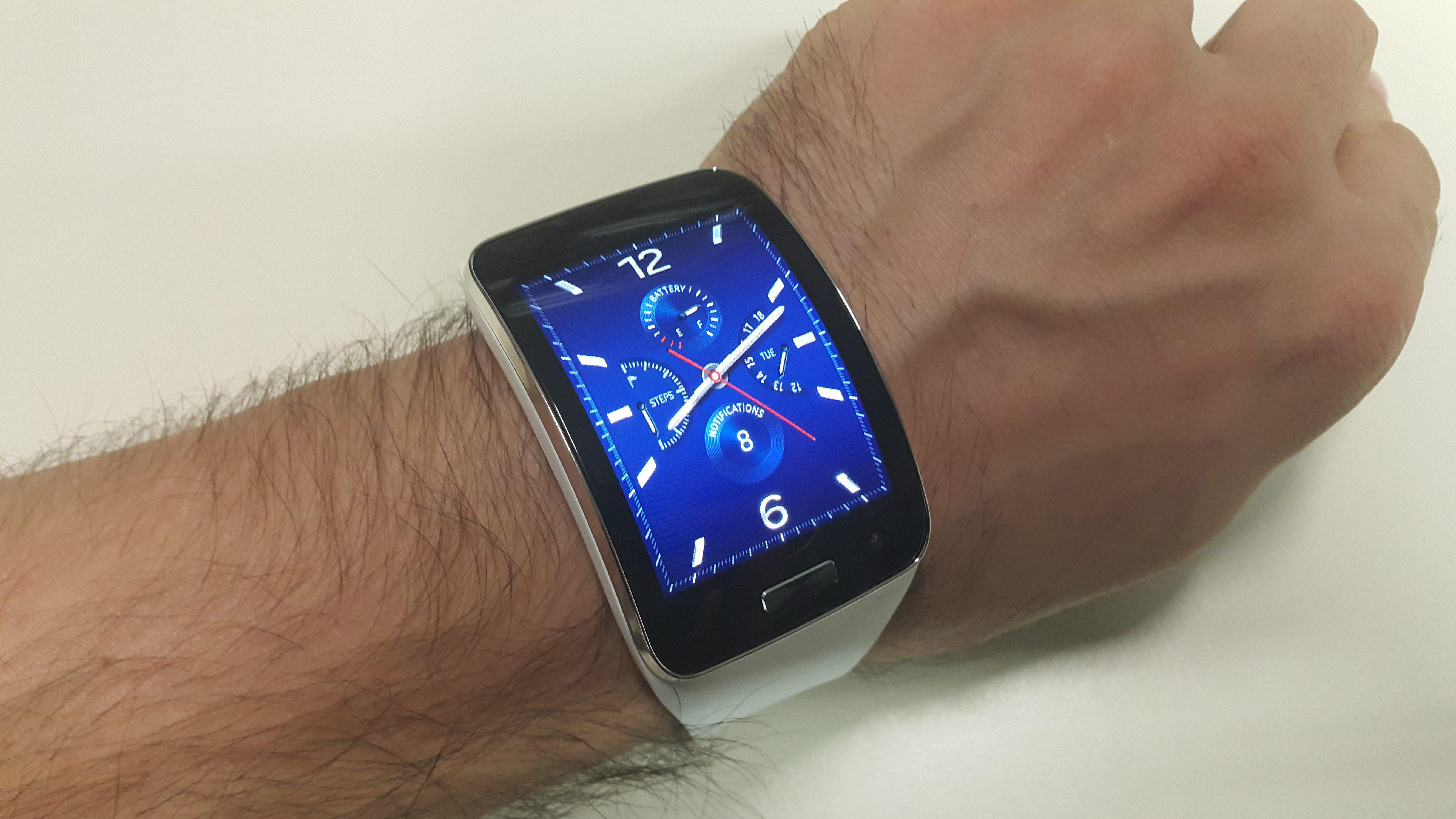 Samsung Gear S ak�ll� saatin foto�raflar�