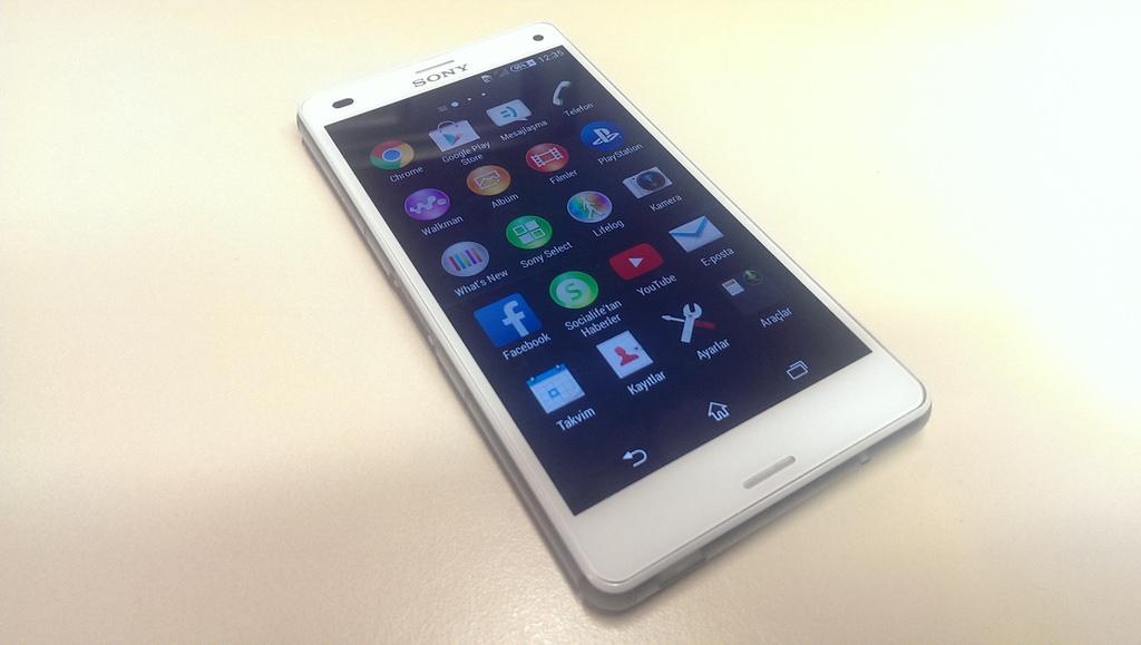 Sony Xperia Z3 Compact'�n foto�raflar�