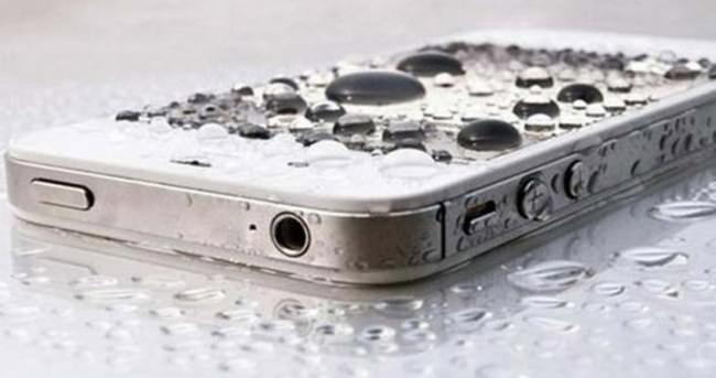 Suya d��en telefonu kurtarmak