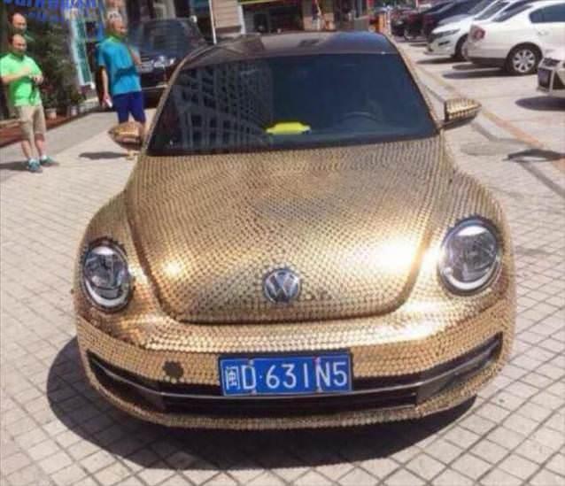 Bu otomobili 10.000 bozuk parayla kaplad�lar