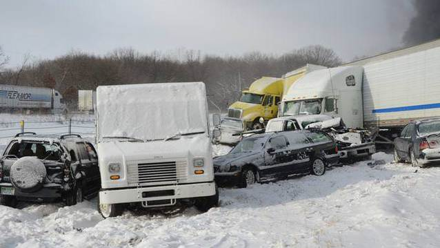Kar ya�d�, 150 ara� birbirine girdi